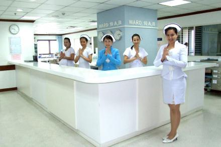 English-Speaking Nurses - Yanhee Hospital - Больница «Янхи»